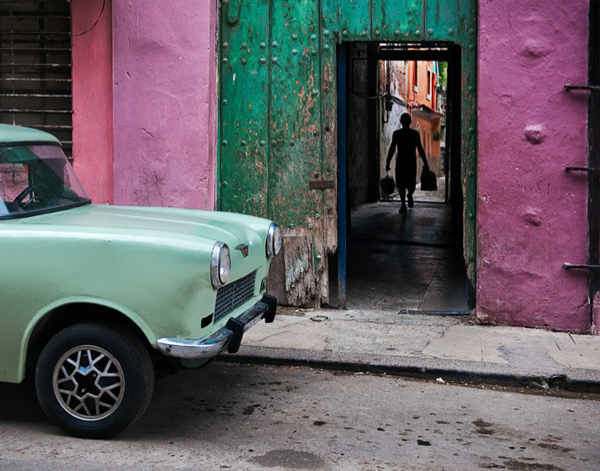 RUSSIAN-CAR-IN-OLD-Havana---600PX